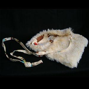 petit-sac-fausse-fourrure-écrue-chiens
